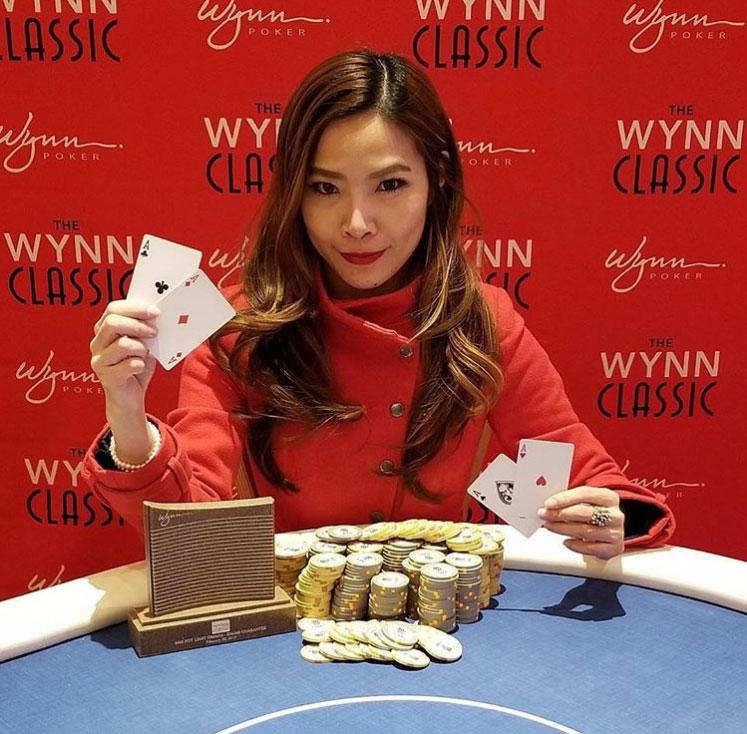 покер девушки за работой