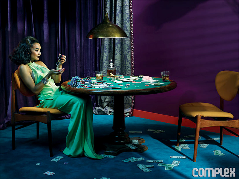 девушке играют на в карты